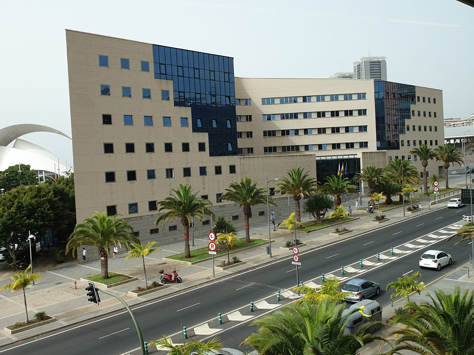 Los Palacios de Justicia de Arrecife y Santa Cruz de Tenerife miden la calidad del aire para mejorar la salud