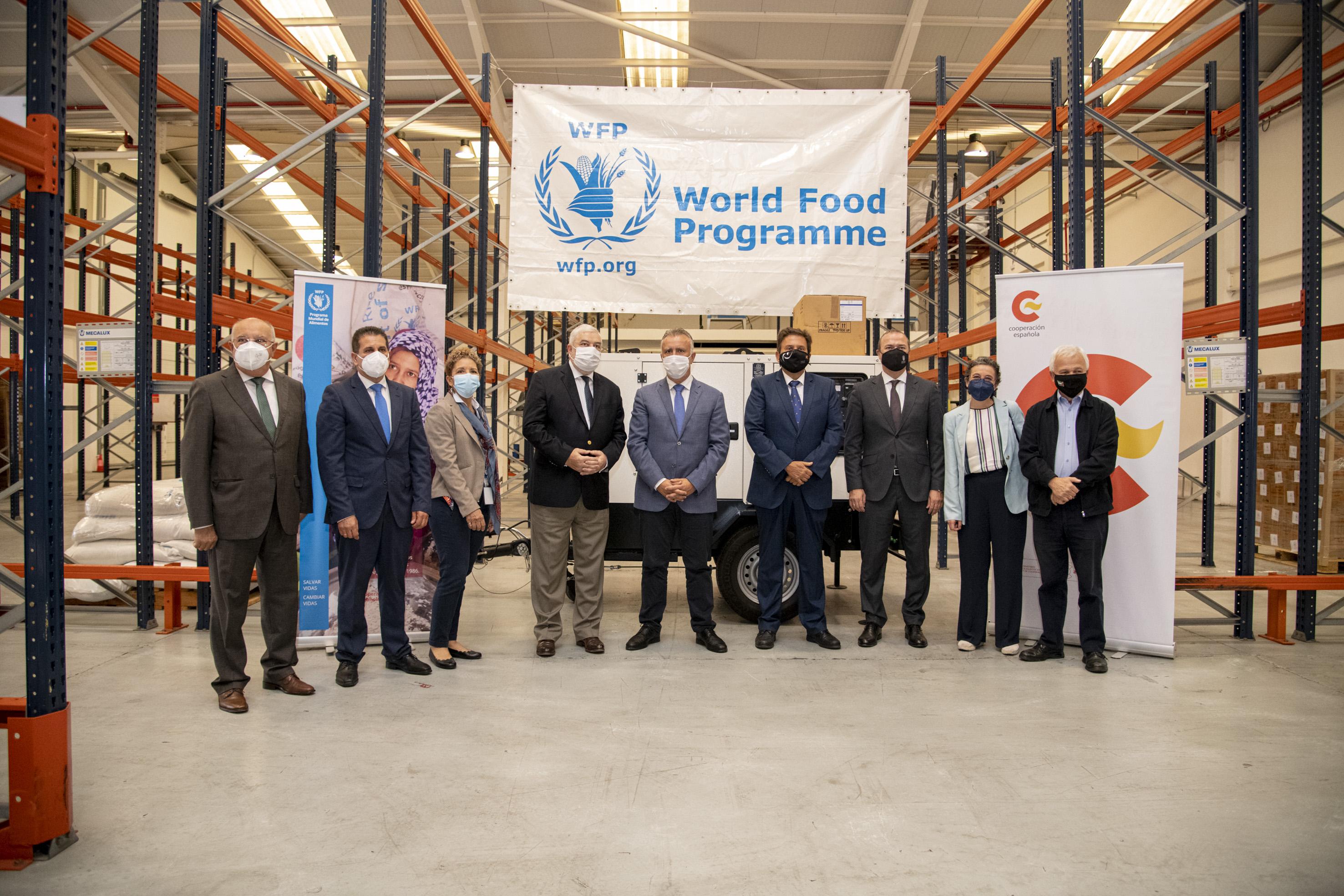 El presidente de Canarias celebra la prórroga de un año del Programa Mundial de Alimentos en el Puerto de la Luz