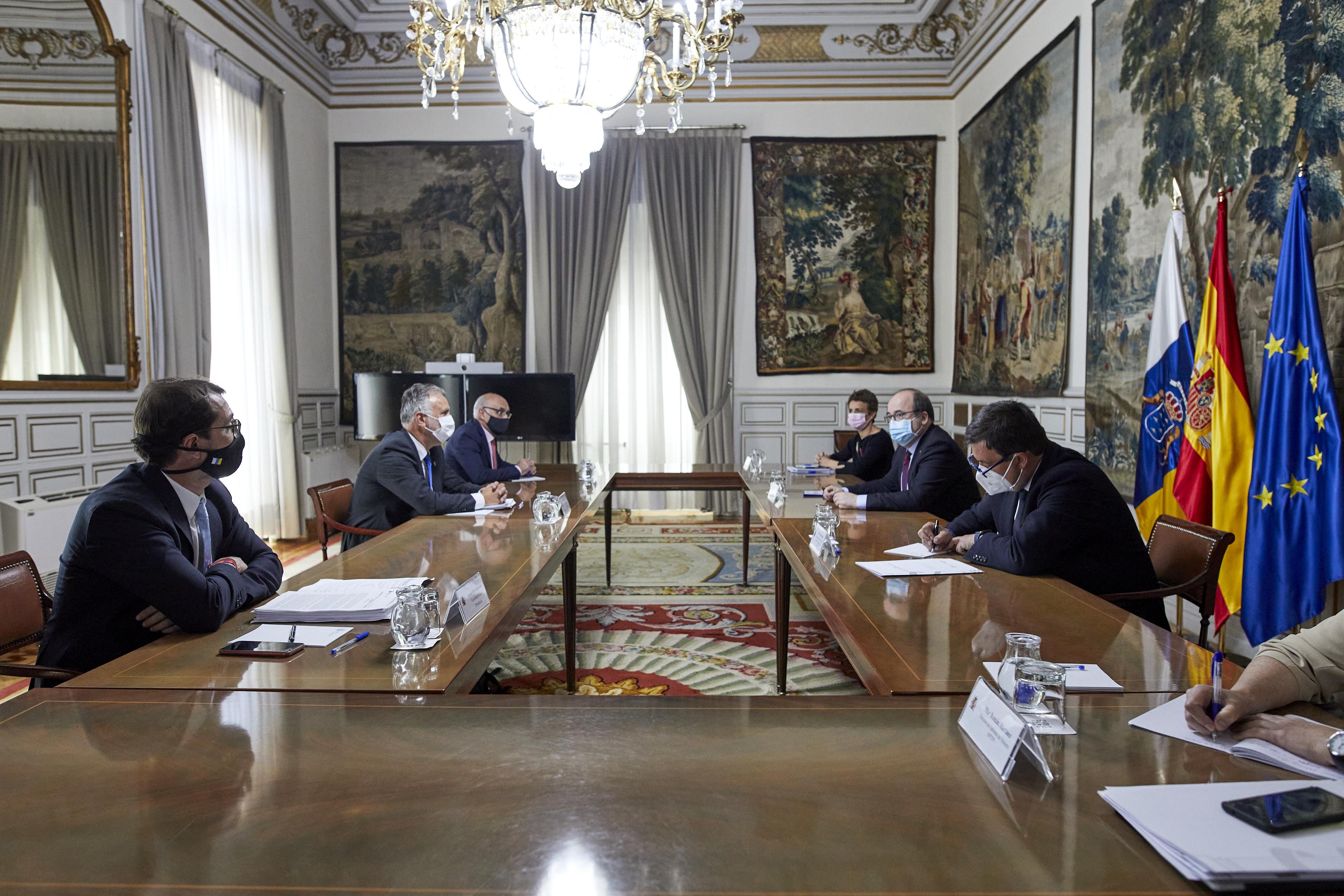 Canarias y el Estado esperan ultimar la transferencia de las competencias en Costas durante este mes de junio