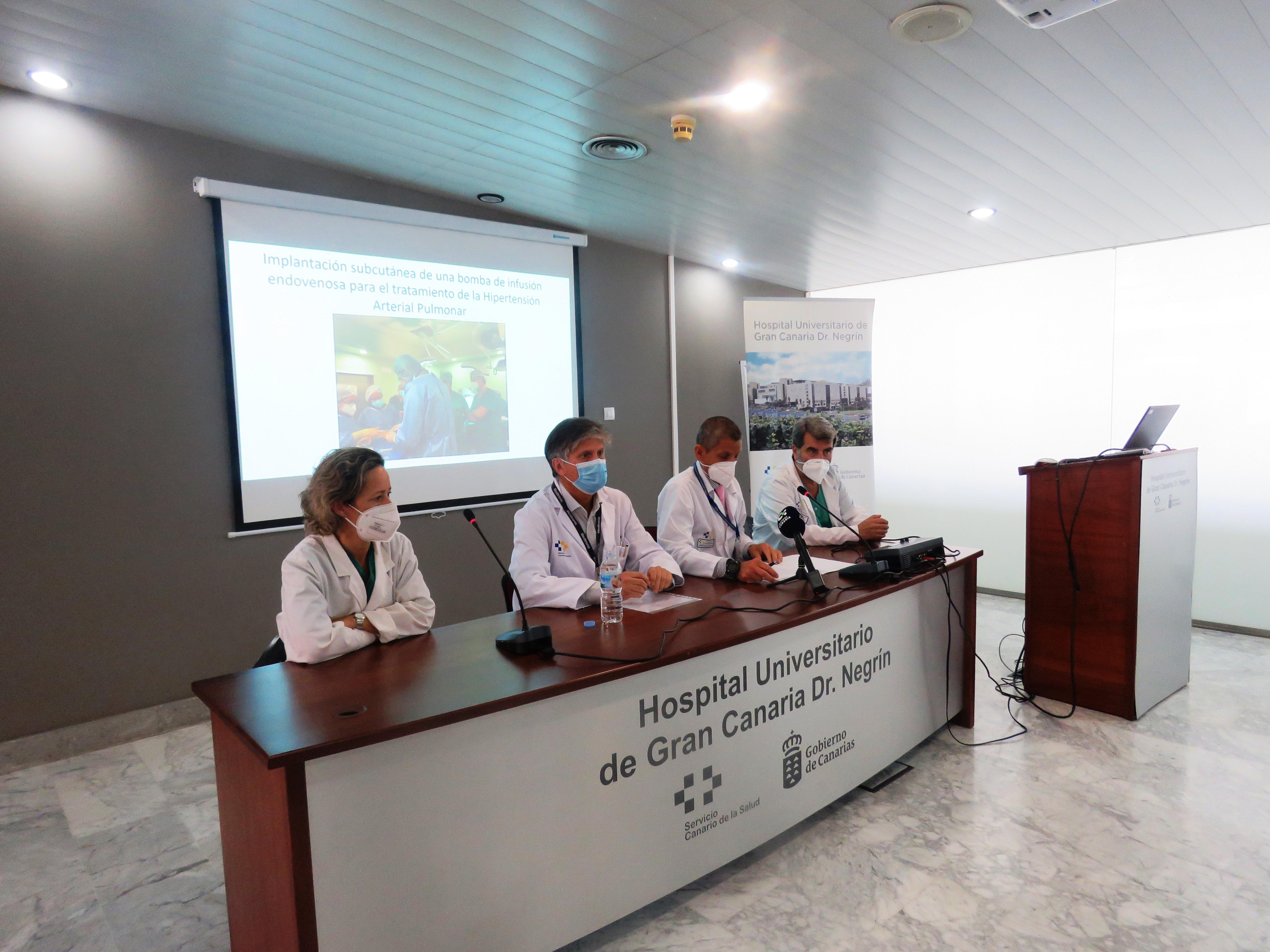 Momento de la rueda de prensa celebrada en el Hospital Dr. Negrín