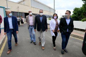 Autoridades durante la visita al Hospital Nuestra Señora de los Reyes.