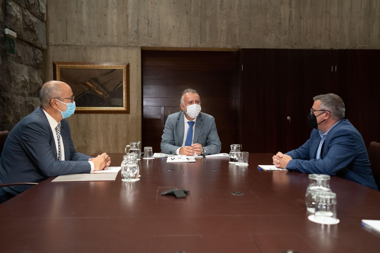 El presidente de Canarias recibe a los presidentes del C.B Canarias y C.B. Gran Canaria