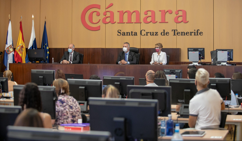 Ángel Víctor Torres en la Cámara de Comercio