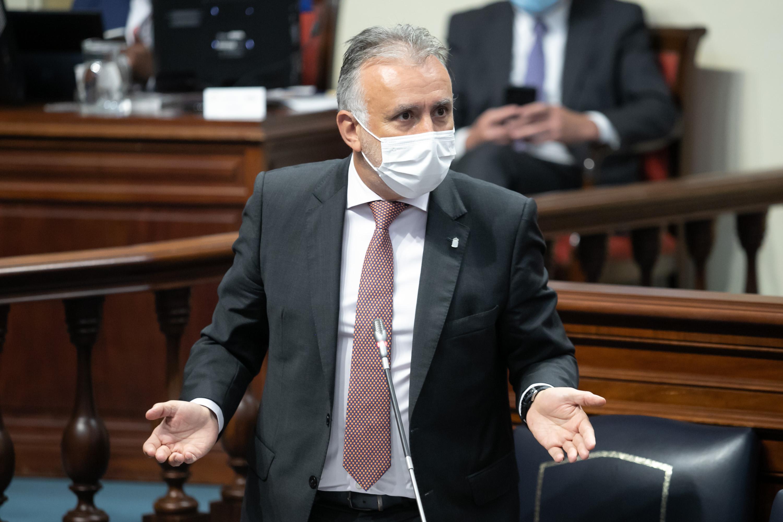 Ángel Víctor Torres en el Pleno del Parlamento