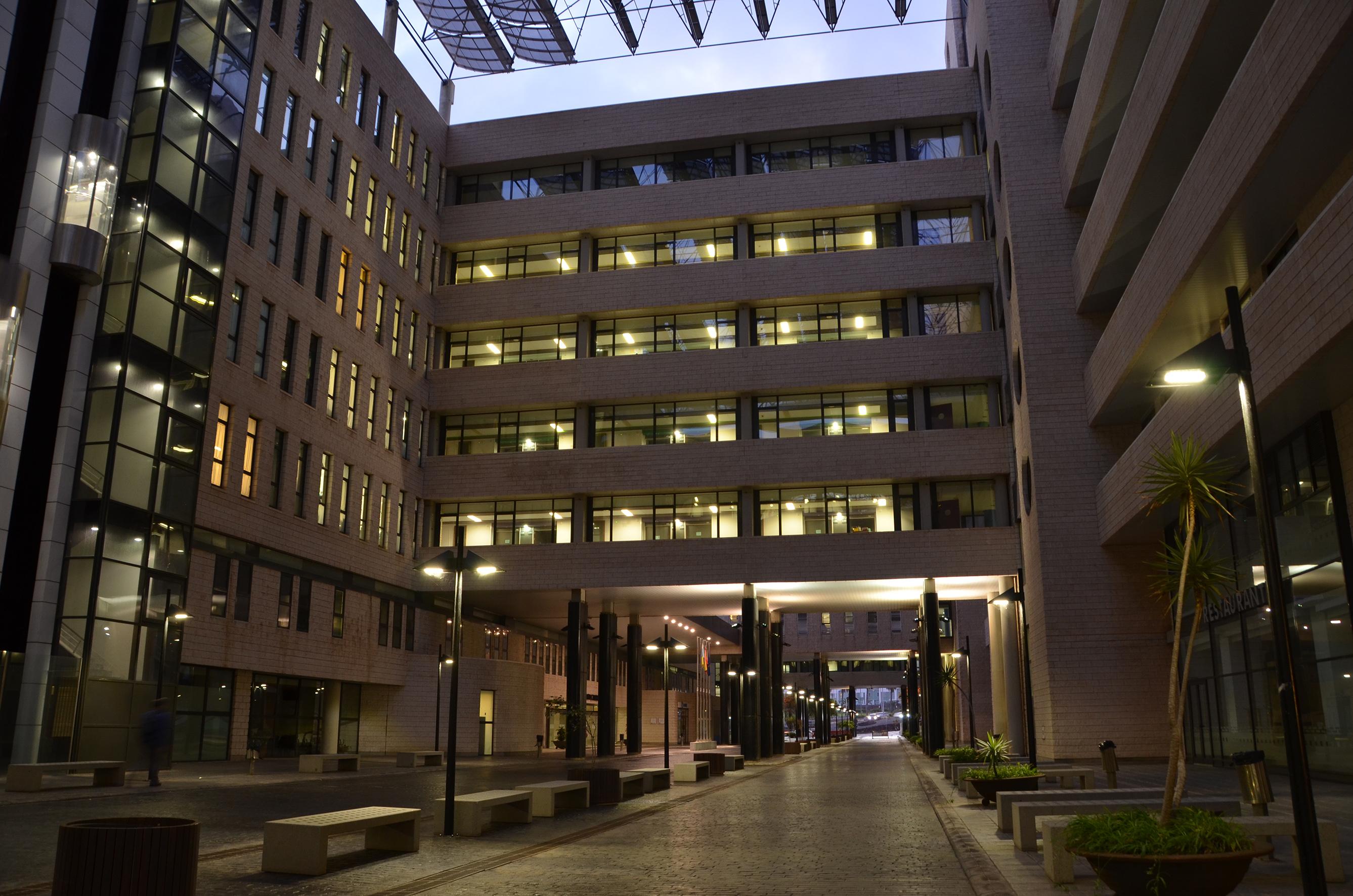 Imagen edificio Hospital Dr. Negrín