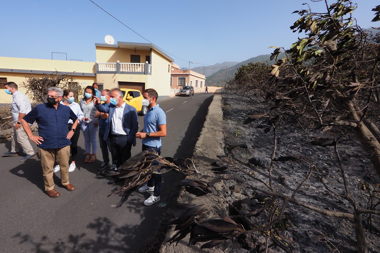 Ángel Víctor Torres en las zonas alcanzadas por el incendio de La Palma