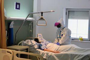 Atención de paciente en planta COVID del Hospital Universitario Nuestra Señora de Candelaria