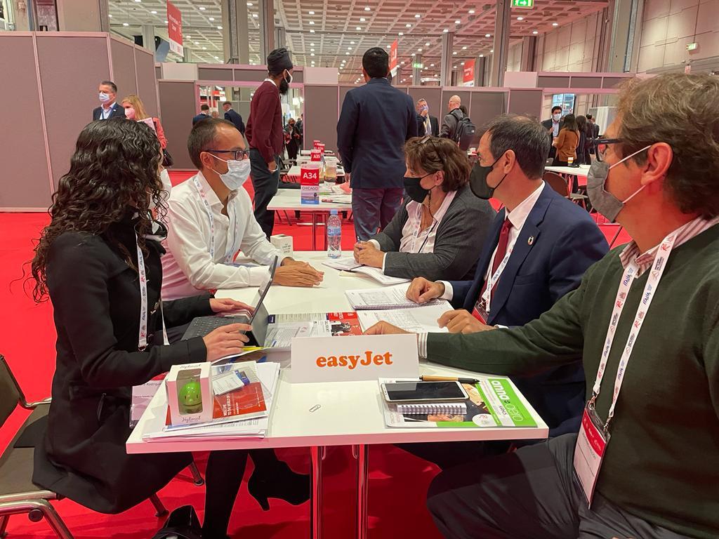 Turismo de Canarias negocia con las principales aerolíneas mejorar la conectividad con las islas en la feria mundial Routes
